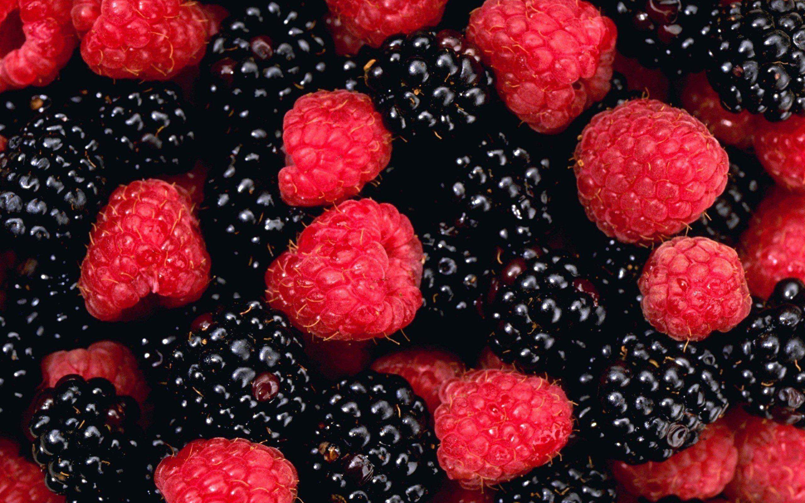 fruits-raspberries-blackberries-free-desktop-background